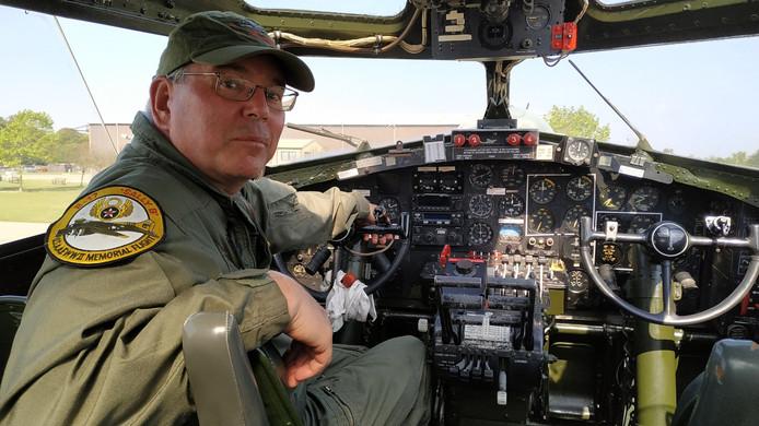 ▲ Piloot Peter Kuypers in de cockpit van Sally B, de Amerikaanse bommenwerper B-17 die te zien is op de Sanicole Airshow 2019.