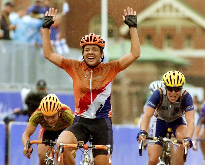 Leontien van Moorsel wint goud op de weg bij de Spelen in Sydney in 2000. Volgens Janssen gebruikte ze in de voorbereiding epo.