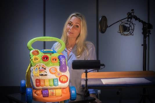 Anneke Beukman klinkt in het echt toch anders dan uit de Baby Walker.