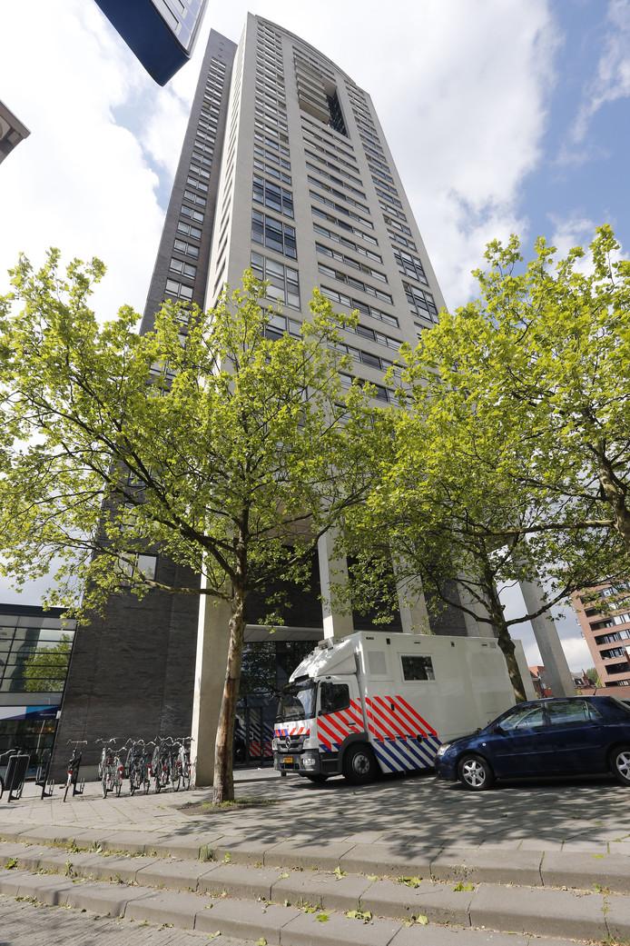 De politie begon in mei 2013 met een groot onderzoek in woontoren De Regent in Eindhoven. De actie staat onder leiding van het Landelijk Parket.