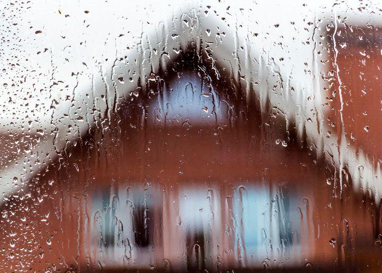 Naarmate de dag vordert, wordt het zwaarbewolkt en regenachtig.