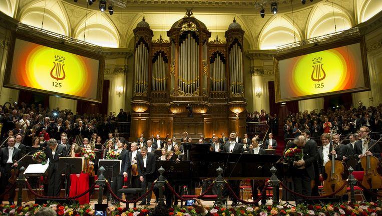 Het slotapplaus na afloop van het concert tijdens viering van het 125-jarig jubileum van het Concertgebouw en Koninklijk Concertgebouworkest. Beeld ANP