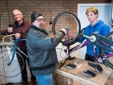 Zo geven schoolverlaters fietsen een tweede leven: 'Fijn dat ik iets beteken voor mensen'
