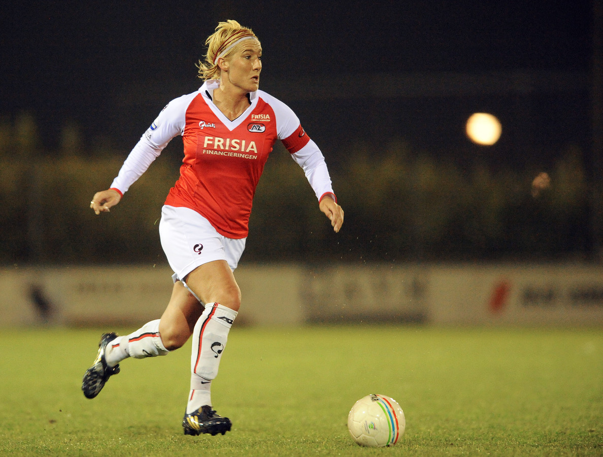 Liesbeth Migchelsen aan de bal namens AZ in 2008.