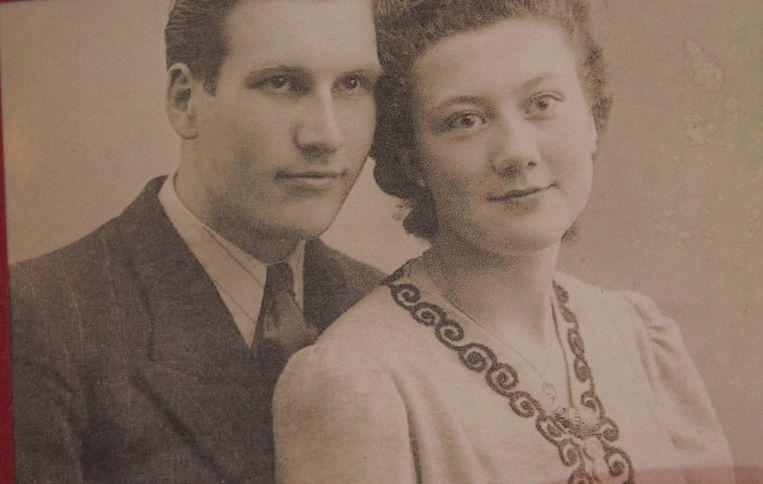 Een foto van Jules en Anna tijdens hun huwelijk op 19 februari 1944.