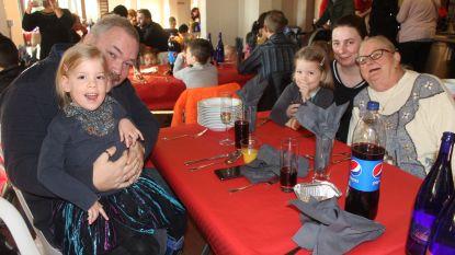 100 mensen meer op Kerstdiner: Kerst in de Stad trakteert 287 Aalstenaars die het minder breed hebben op viergangenmenu