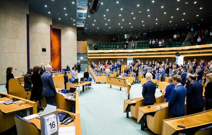 De Tweede Kamer staat stil bij het overlijden van parlementair journalist Max van Weezel
