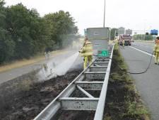 Verkeer kort hinder van bermbrand langs A1 bij Deventer