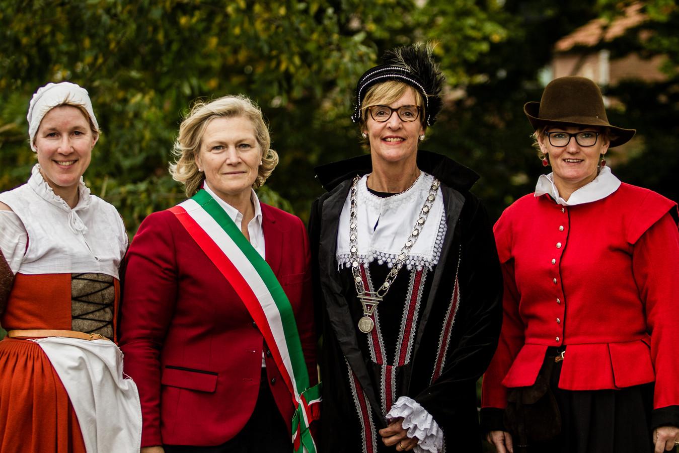 Vice-burgemeester van Palmanova Adriana Danielis (tweede van links) werd vorig jaar tijdens de Slag om Grolle rondgeleid door Marjolein Houwer, burgemeester Annette Bronsvoort en wethouder Marieke Frank.