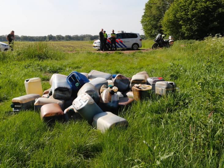 Forse drugsdumping bij Son: vijftig vaten in natuur vlakbij waterwingebied