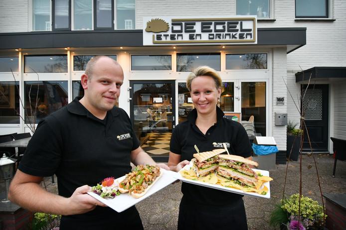 Mike en Lidya Egelink van cafetaria De Egel uit Losser zijn op plek 54 geëindigd in de Cafetaria top 100.