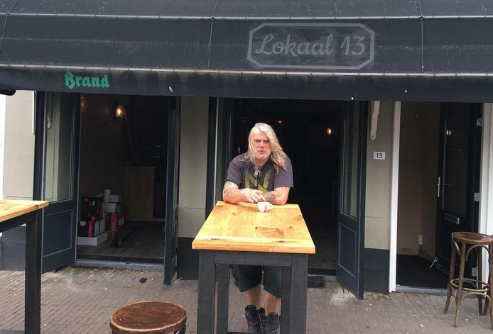 Robbie van Gastel in 2019, vlak voor de opening van zijn café De Brug (het logo met de oude naam Lokaal 13 moest toen nog vervangen worden).