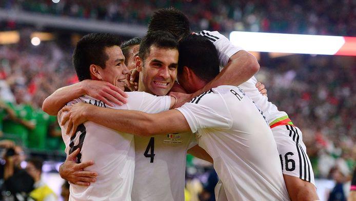 Rafael Marquez viert met Mexico de 2-1.
