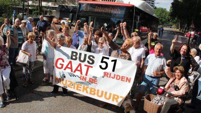 Rijswijk blij: de opgeheven buslijnen van bus 23 worden gereden door nieuwe bus 51. Nu nog een fotoshop van een spandoek waarop werd geprotesteerd tegen het opheffen van de haltes van bus 23.