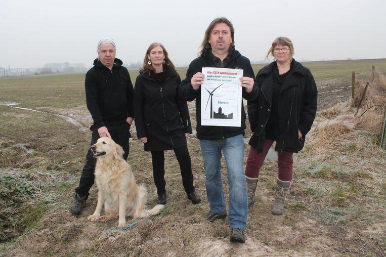 De buurtbewoners van Herne, Bever en Edingen blijven zich verzetten zich tegen de windmolens.