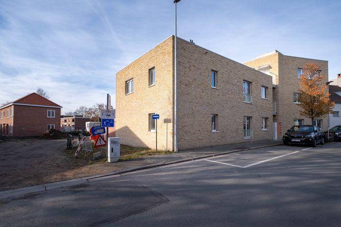 Woonpunt verkocht vijf appartementen in de Schijfstraat aan de stad. Die zal ze de komende jaren gebruiken als doorstroomwoningen.