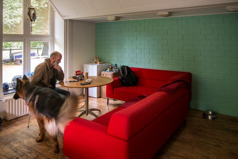 Veteraan Rob met zijn hond Simba. Beeld Linelle Deunk