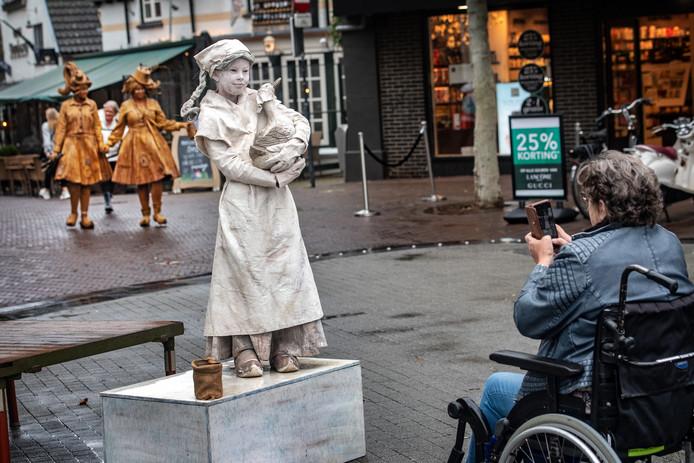 Living statues in het centrum van Wijchen.