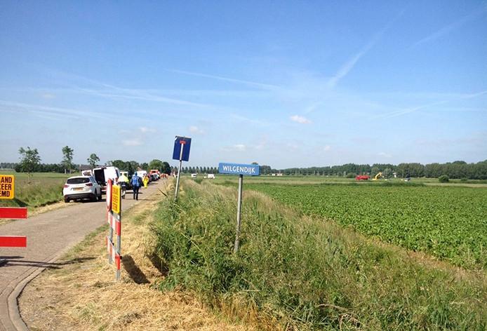 Afgraven van vervuilde grond bij Lage Zwaluwe. Foto Nicole Roelands