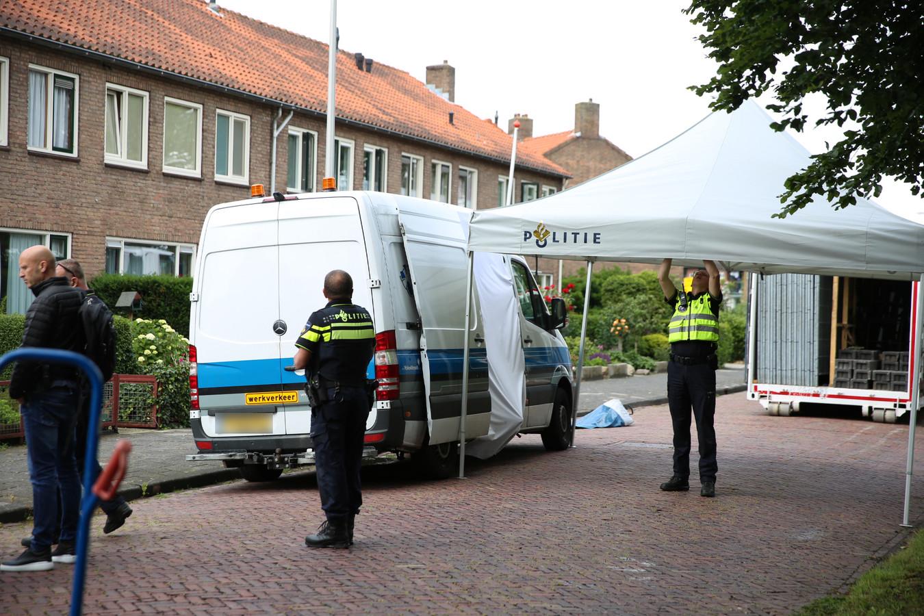 De Meester Jan Tuningstraat in Naaldwijk, waar een overleden persoon werd aangetroffen bij een busje.