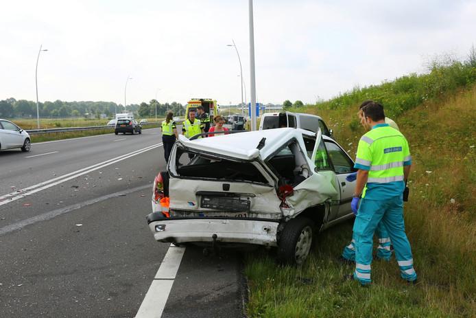 Omdat deze auto niet meer rijdt, heeft de politie het gezin afgezet bij de Efteling
