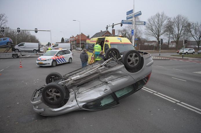 Vrouw slaat met auto over de kop in Eindhoven
