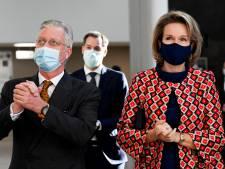 Bien entouré, le couple royal visite les deux hôpitaux d'Alost