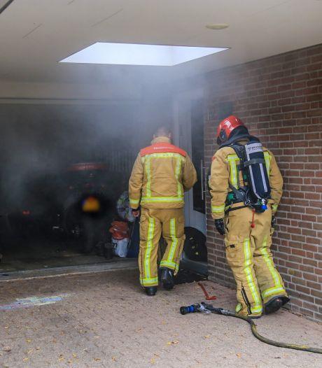 Buren ontdekken brand in garage Helmond