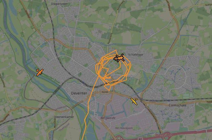Een politiehelikopter zoekt ook mee naar de vermiste vrouw in Deventer.