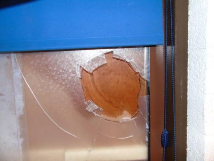 De voedselbank in Hasselt is de vernielingen in het pand aan de Burgemeester Malcorpslaan zat. Meerdere keren is een ruit kapot gemaakt.