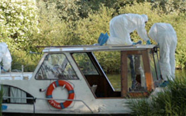 (Archief foto van 14 juni 2005): De ontsnapte tbser Wilhelm S. is aangehouden in Amsterdam, in verband met de moord op een bejaarde man. Wilhelm S. zou een bejaarde man hebben vermoord, die in een boot op het Noordhollands kanaal werd gevonden. (ANP) Beeld null