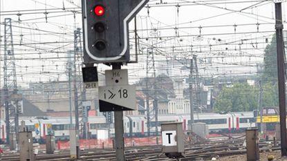 Trein rijdt door het rood in het station van Ottignies