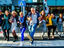 Engelse BBC enthousiast over Silly Walk-zebrapad Spijkenisse