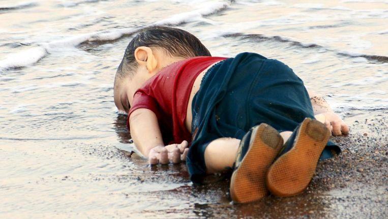 Aylan Kurbani, het jongetje dat aanspoelde bij de kust van Bodrum. Beeld null