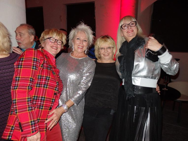 Angelique van Hest, Hansje Ravesteijn (Blond, Beautiful & Outrageous), Diana van Laar ('t Mandje), Astrid Paulus (Casablanca Variété). 'De blonde wijven van de Zeedijk' Beeld Schuim