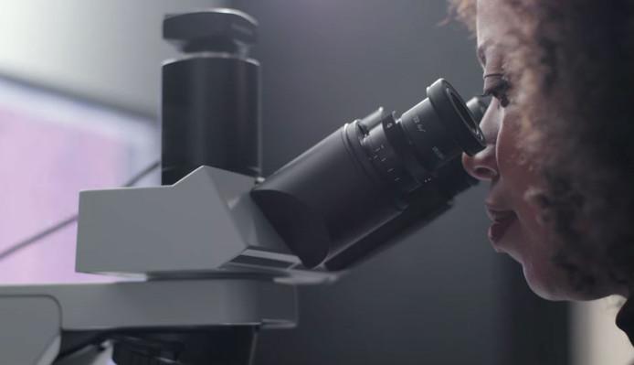 De microscoop moet helpen om kanker op te sporen.