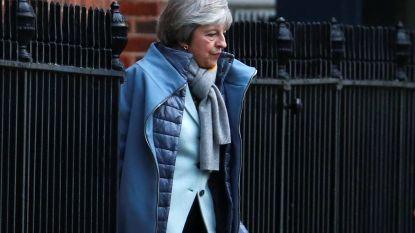Britse premier May overweegt Goedevrijdagakkoord 1998 te amenderen om Ierse 'backstop' te vermijden