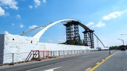 Werken aan brug in Massenhoven voorzichtig hervat