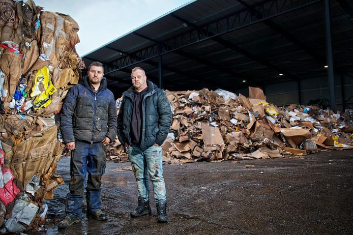 Jaimy en Andries van Puijfelik bij de vestiging in Oosterhout.