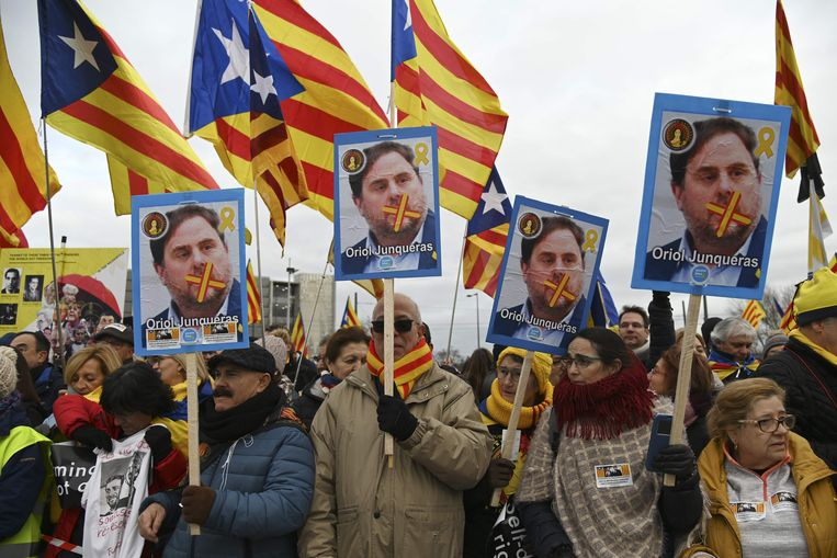 Een betoging voor Junqueras bij het Europees Parlement in Straatsburg.  Beeld AFP