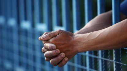 """Lieve (48) zag haar vriend in de cel belanden toen ze zwanger was: """"Ik ben zo terug, riep hij toen hij die nacht geboeid werd afgevoerd"""""""