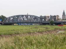 Bizar toeval bij spoorbrug Zutphen: tegelijk aanvaring én aanrijding