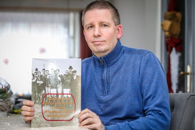'Végist' Kristof Naessens werkte drie jaar aan zijn boek over VGO.