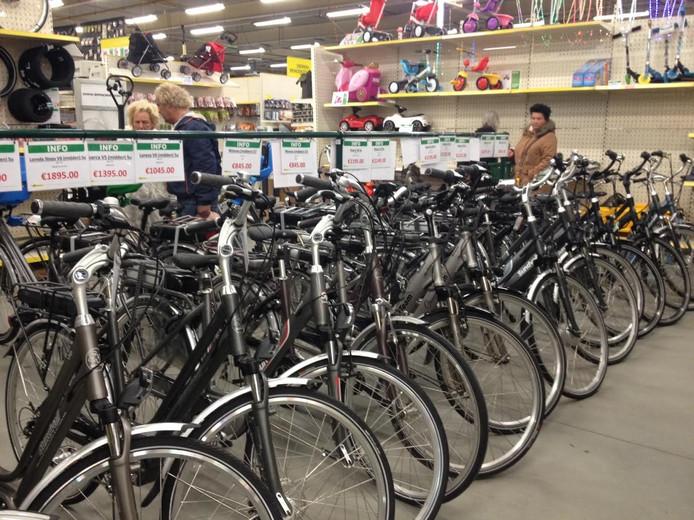 Citymanagement Schijndel vindt dat Van Cranenbroek te veel branchevreemde artikelen verkoopt.