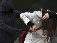 Gezocht: aanrander met grote neus die vrouw belaagde in Breda