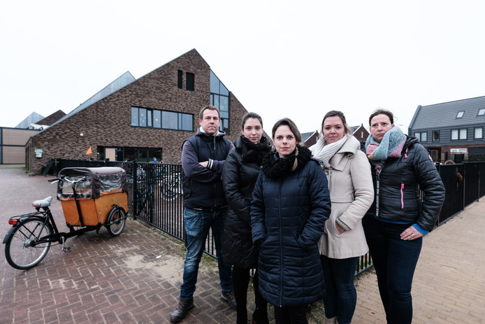Foto van links naar rechts: Frits Botter, Laura Blok, Bianca Hartjes, Mariska Erdhuizen en Yvonne Span.