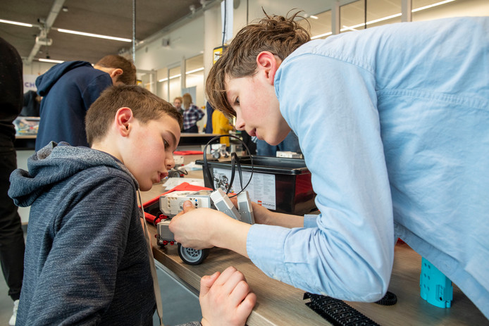 Leerlingen in het Technova College maken kennis met techniek.