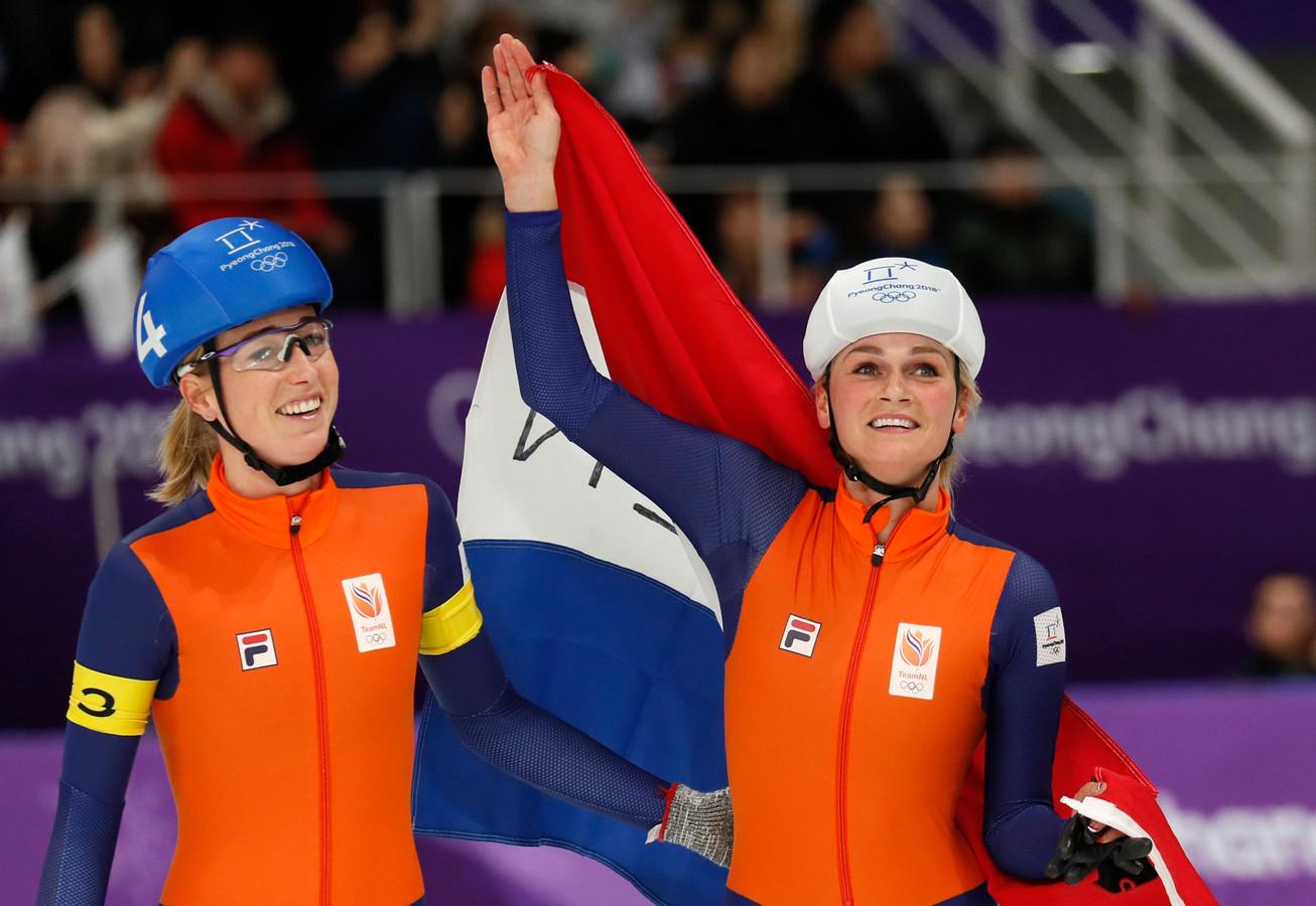 Irene Schouten (rechts) na het behalen van de bronzen plak op de massastart tijdens de Olympische Spelen van eerder dit jaar in Pyeongchang.