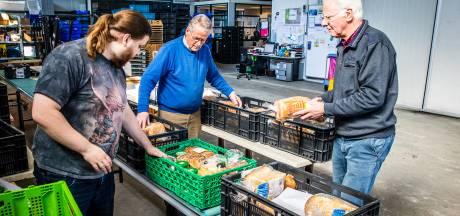 Voedselbanken in Nederland krijgen massaal steun: 'Veel mensen die nu thuiszitten willen iets betekenen'