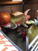 De carnavalswagen van CV Krekwakwou is groter dan ooit. Dankzij vele helpende handen tijdens de plakdag krijgt de wagen al aardig vorm.